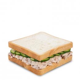 Tuňákový sendvič s čerstvou okurkou